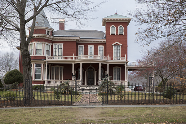 people love to creep on Stephen King's house in Bangor