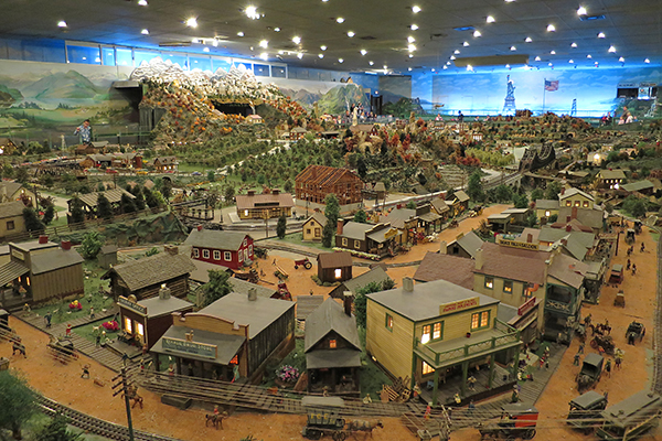 miniature villages at Roadside America, Shartlesville